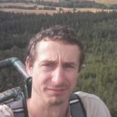 Tomek, Brzeg